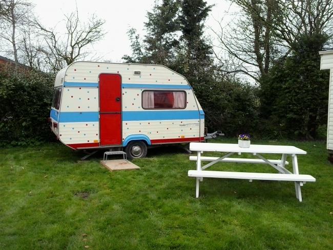 Vrolijke Stippen-caravan