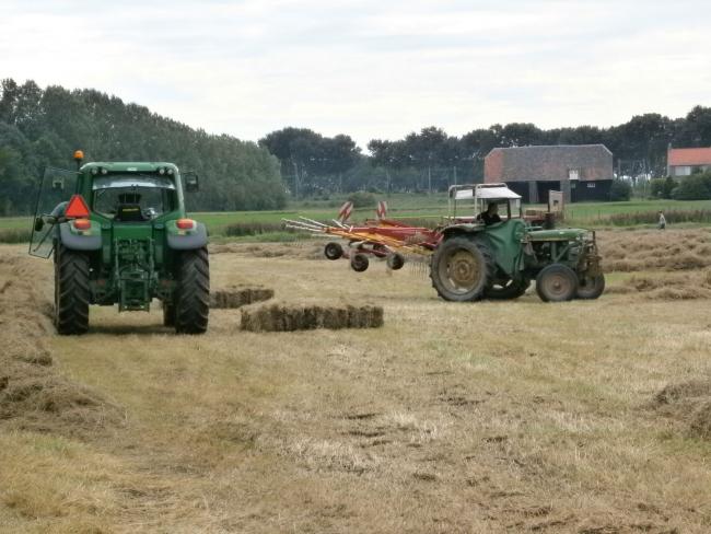 Het landwerk met John Deere trekkers